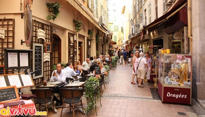 Khu phố cổ Vieille Ville