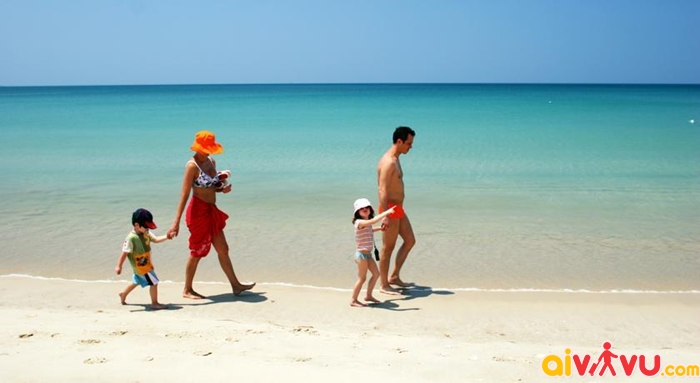 Bãi biển Bang Tao nổi tiếng với làn nước ấm áp và bờ biển dài