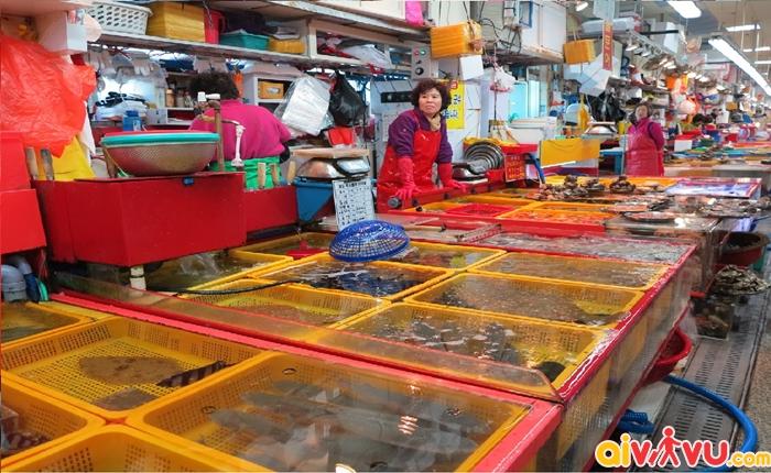 Chợ Cá Jagalchi nổi tiếng với không gian bài trí bắt mắt, sạch sẽ