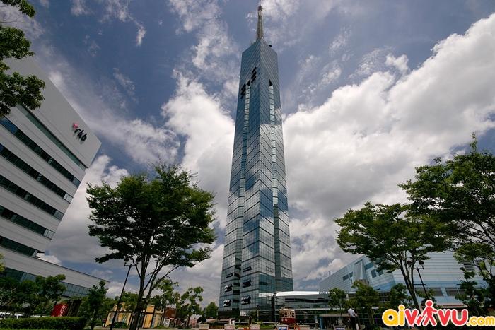 Tháp Fukuoka là nơi bạn có thể ngắm toàn cảnh thành phố từ trên cao