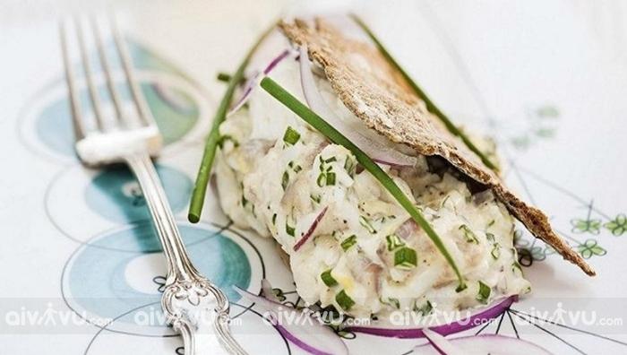 Bánh kẹp salad trứng cá cơm - Stockholm