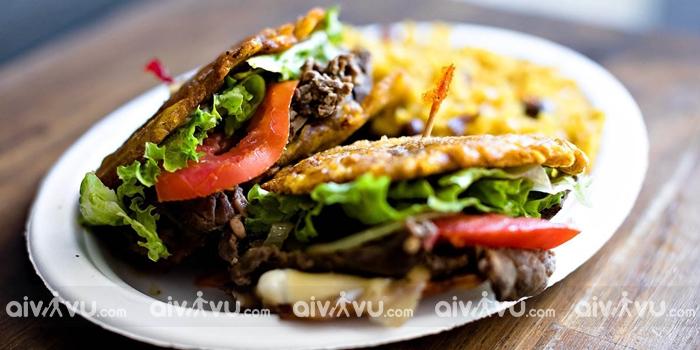 Jibarito món Sandwich nổi tiếng trong ẩm thực Chicago.