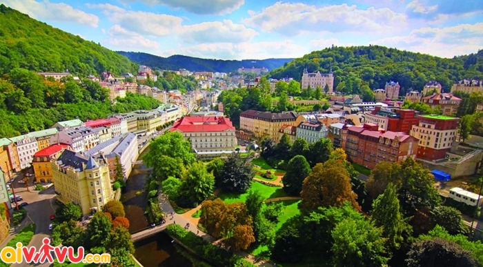 ve may bay di Karlovy Vary gia re