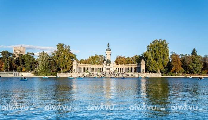 Công viên Retiro điểm đến được yêu thích tại Madrid