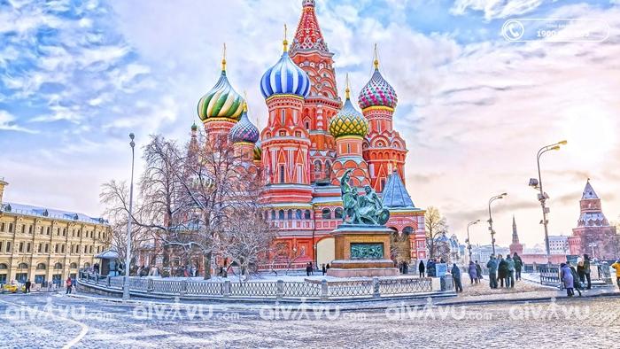 Nhà thờ lớn St. Basil lâu đài cổ tích thực tại Moscow