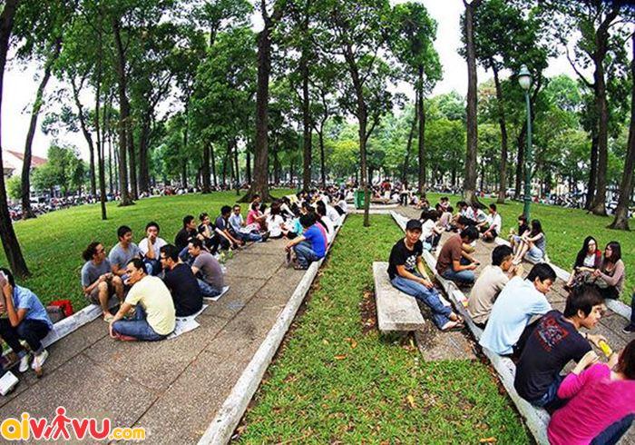 Văn hóa Cafe bệt tại công viên 30 tháng 4