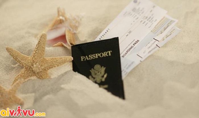 Chứng minh thư, vé máy bay, tờ khai nhập cảnh sẽ giúp bạn được cấp lại hộ chiếu