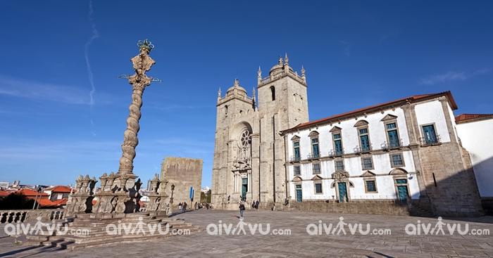 Nhà thờ Porto điểm đến được yêu thích tại Porto