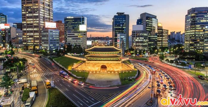 Cung điện Gyeongbok-gung cổ kính ngay giữa lòng Seoul hiện đại