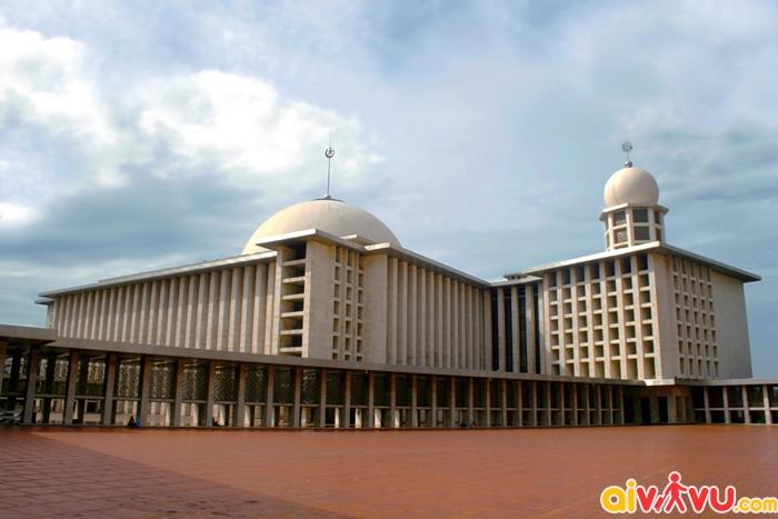 Nhà thờ Hồi giáo Istiqlal là nhà thờ lớn nhất Đông Nam Á