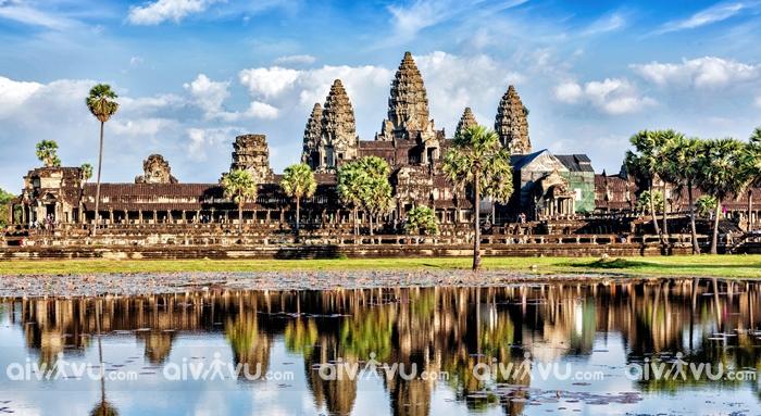 Quần thể Angkor Wat thu hút du khách đến Siem Reap