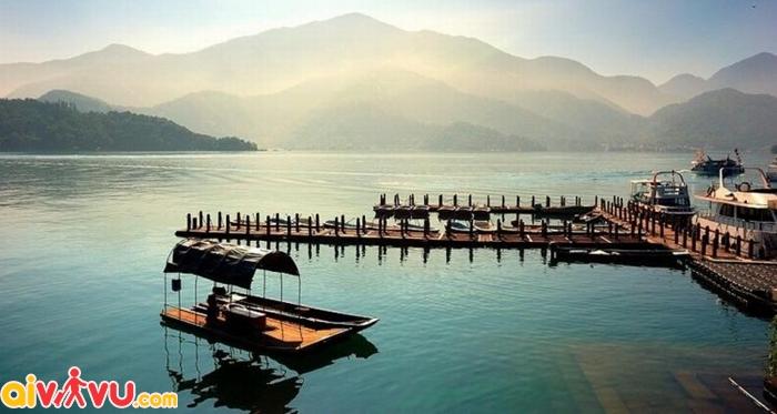 Hồ Sun Moon có vẻ đẹp êm ả, đằm thắm