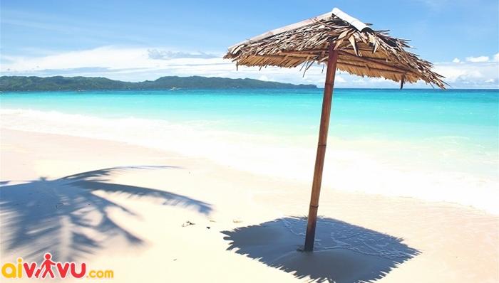 White Beach với biến xanh, cát trắng, nắng vàng