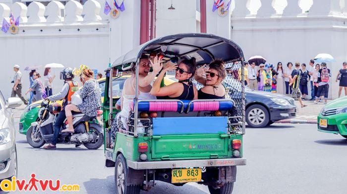 Những chiếc xe tuk tuk đã trở thành 1 phần của văn hóa giao thông ở Thái lan