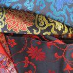Chợ vải lụa là nơi cung cấp nhiều mặt hàng làm từ lụa tơ tằm của Trung Quốc