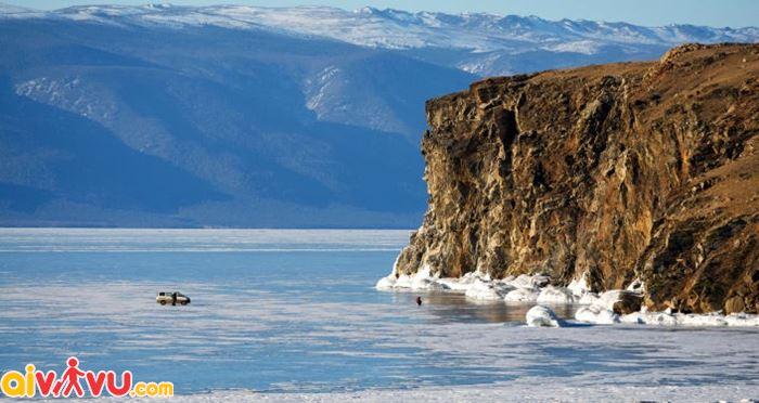 Hồ nước nổi tiếng ở Nga