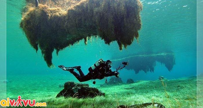 Lặn để khám phá hồ Xanh ở Nga