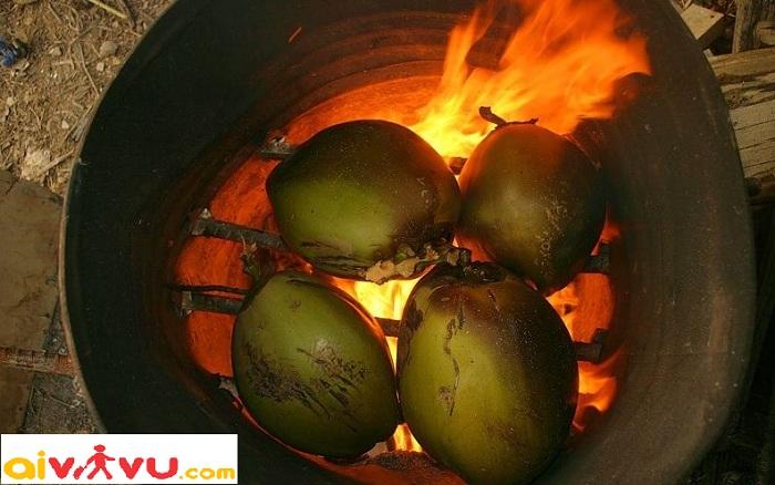 Thưởng thức món dừa nướng khi du lịch Thái Lan