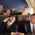 Nói chuyện quá to trên máy bay