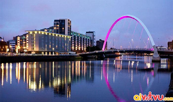 Thành phố Newcastle có sự pha trộn giữa các công trình kiến trúc của London và Edinburgh