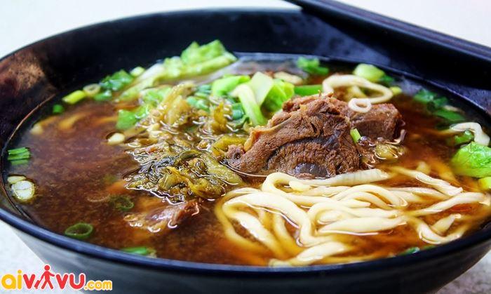 Thưởng thức mì bò Đài Loan