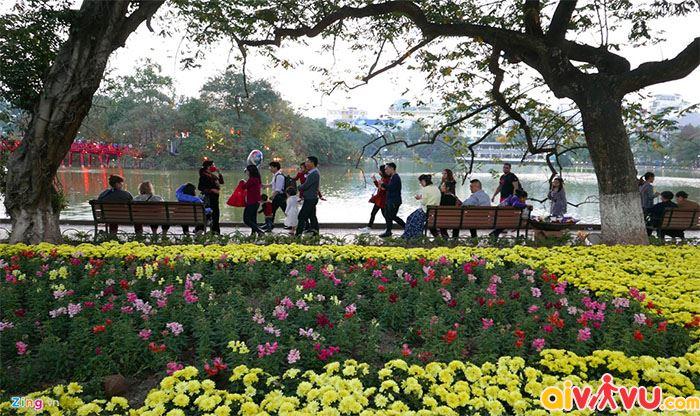 Du xuân cùng gia đình tại Hồ Gươm