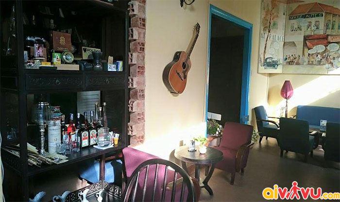Quán cafe Người Sài Gòn rất yên tĩnh với những bạn nhạc trữ tình nhẹ nhàng