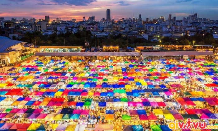 Chợ đêm ở Rot Fai