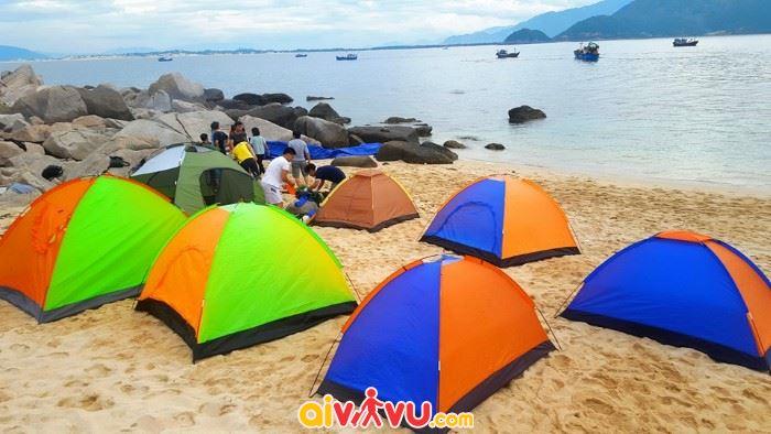 Dựng lều ở hòn Nưa