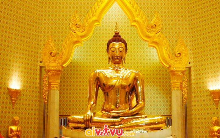 Bức tượng Phật vàng trong chùa Wat Traimit