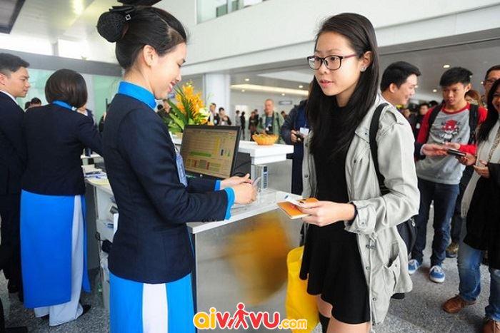 Liên hệ với hãng hàng không Vietnam Airlines trước khi tiến hành làm thủ tục