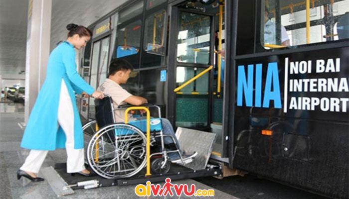 Hỗ trợ xe lăn cho người khuyết tật vận động