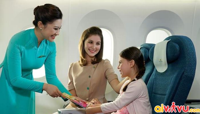 Trẻ em từ 2 đến dưới 6 tuổi cần đi cùng bố/mẹ hoặc người giám hộ