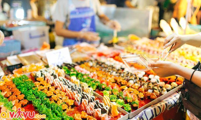 Nhiều món ngon ở chợ Khaosan
