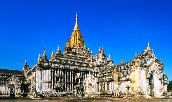 Đền Ananda nơi thu hút du khách tại thành phố Bagan Myanmar