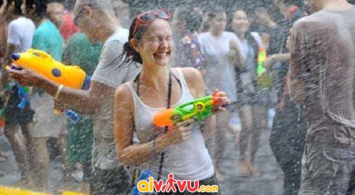Lễ hội té nước của Thái Lan mang ý nghĩa gột rửa muộn phiền để chào đón năm mới