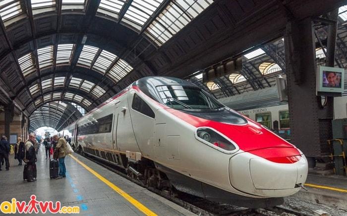 Di chuyển bằng tàu khi du lịch Rome