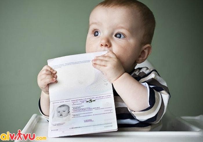 Giấy tờ tùy thân cho trẻ sơ sinh khi đi máy bay?