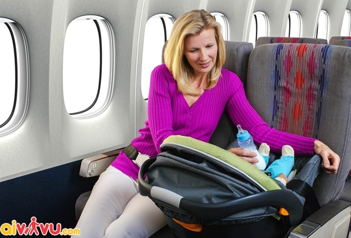 Dịch vụ xe nôi cho trẻ sơ sinh trên máy bay