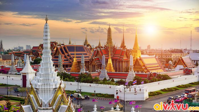 Grand Palace là một trong những địa điểm bạn nên ghé đến
