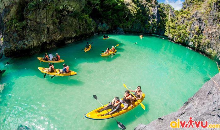 Bạn có thể chèo xuồng kayak khám phá hòn đảo