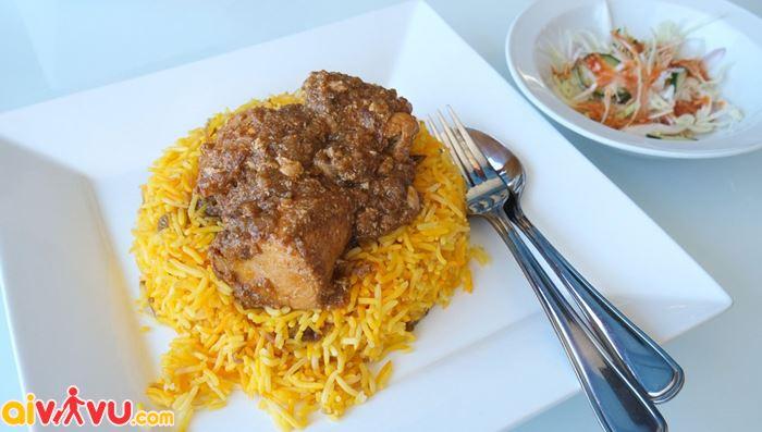 Bún cá Mohinga món ăn tiêu biểu tại Myanmar