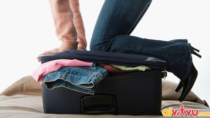 Không nên nhồi nhét quá nhiều đồ vào vali