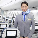 Tiếp viên của ANA Airway trên khoang ghế phổ thông