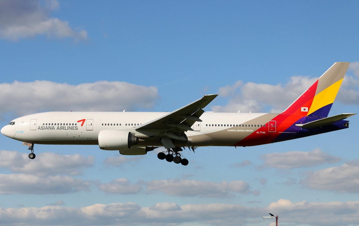 Boeing 777-200ER của Asiana Airlines