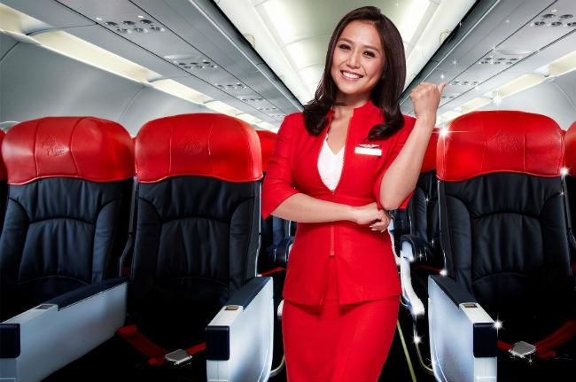 Nữ tiếp viên của Air Asia trên khoang ghế phổ thông
