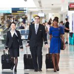 Tiếp viên của United Airlines tại sân bay