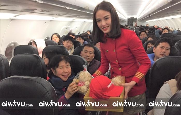 Hành khách trên chuyến bay khai thác từ Phú Quốc đi Seoul đã nhận được những phần quà xinh xắn