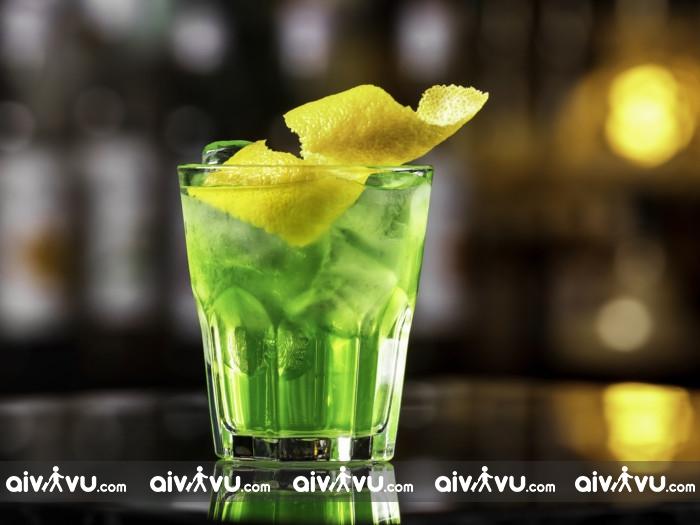 Cocktail trà xanh và rượu whisky