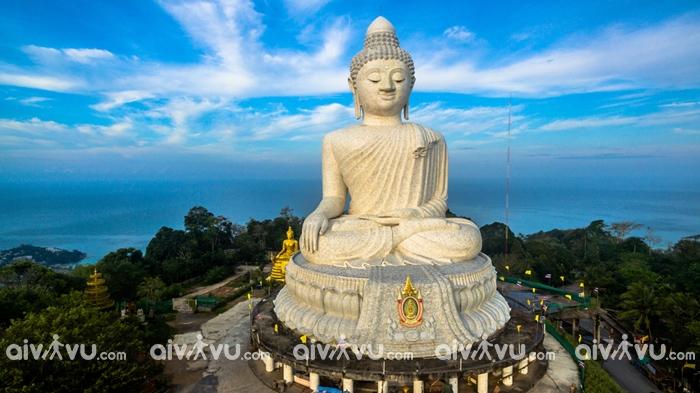Tượng Đức Phật khổng lồ tọa trên đỉnh đồi Nakkerd PhuKet